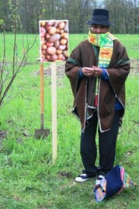 Der peruanische Bauer Pablo zu Besuch im Friedensgarten